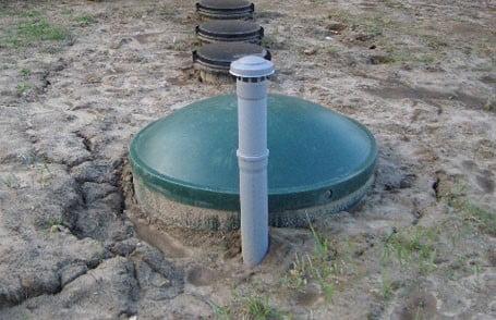 Фото: выгребная яма с вентиляцией герметичная