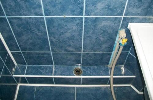 Фото: Декоративная канализационная труба из кафельной плитки