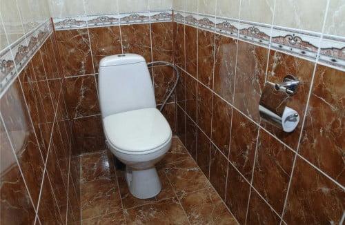 Фото: Спрятать трубы в туалете
