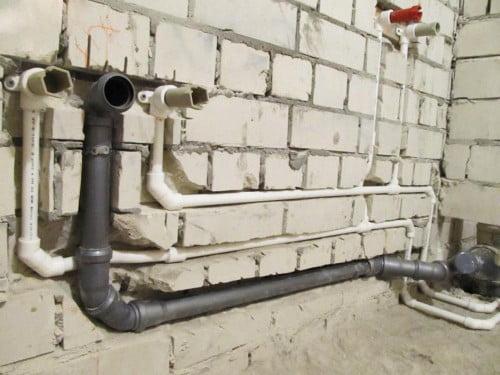 Монтаж канализационных труб из пластика