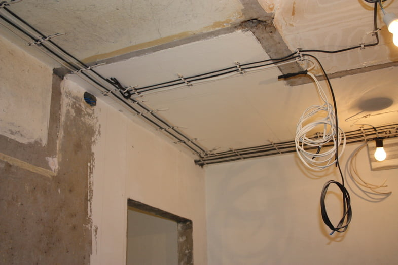 Как провести проводку в панельном доме