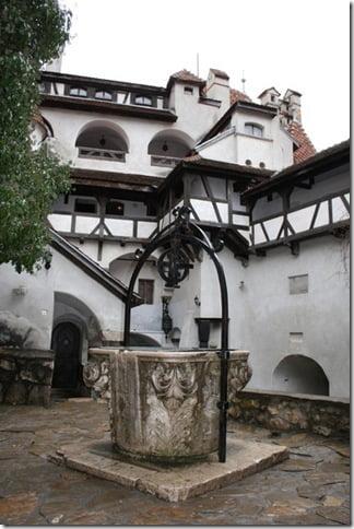 Фото: средневековый колодец