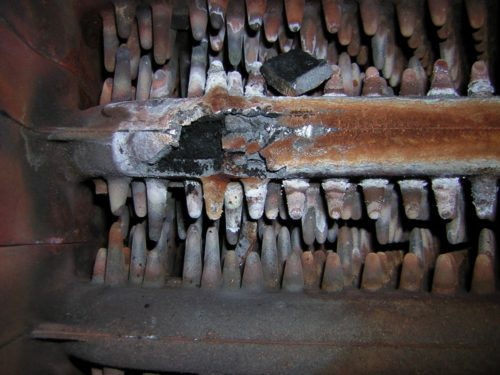 Фото: прогорел газовый котел и течет