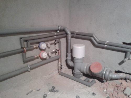Фото: установка обратного клапана 110 мм