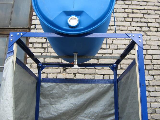 Как закрепить бак в душ на даче