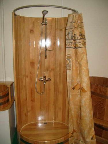 Фото: душ своими руками из древесины
